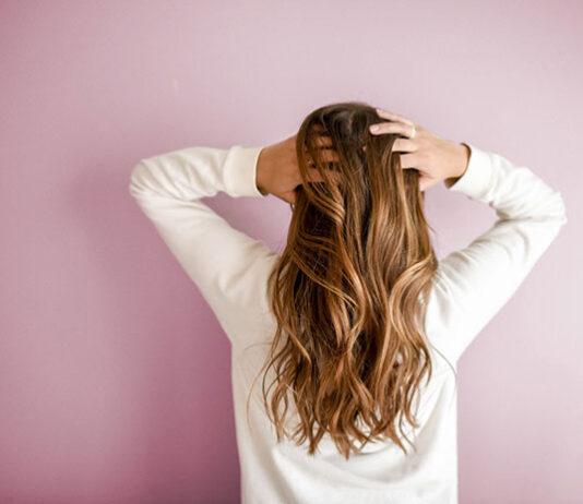 Jakie są sposoby na zadbanie o wygląd włosów i skóry